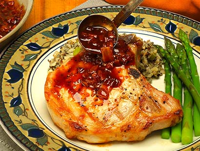 Pork Chops with Spicy Cherry Sauce